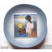 Arabia Heljä Liukko-Sundström seinälautanen 23 cm Äiti ja lapsi: Kouluun (tyttö) (1983)